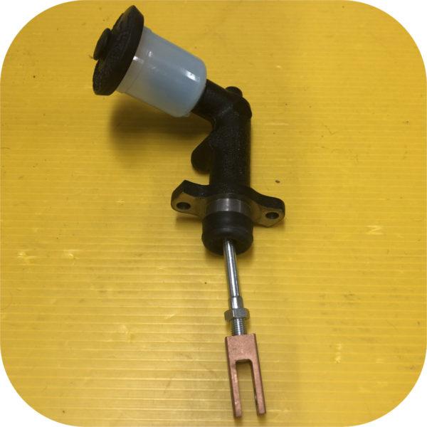 Clutch Master Cylinder for Toyota Land Cruiser 81-5/85 FJ60 FJ40-22512